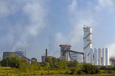 各種産業プラントの産業ガスのメッサー グループ サプライヤーのドイツの鋼鉄生産者ザルツギッター AG のザルツギッター, ドイツ - 2015 年 9 月 26 日