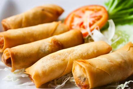 spring roll: Fried cinese tradizionale primavera rotoli alimentare Archivio Fotografico