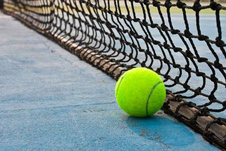 tennis stadium: Ball y red de tenis
