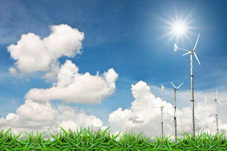sustentabilidad: Molino de viento de turbina en pasto verde contra cielo nube azul