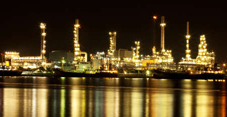 Long explosure of refinery oil plant at night Stock Photo - 15724018