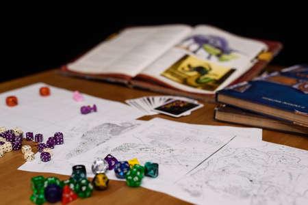 Role Playing Game opgericht op tafel geïsoleerd op zwart Stockfoto