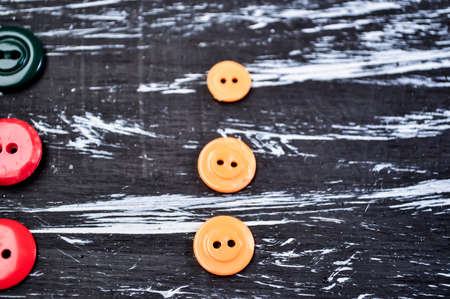 Buttons for clothing and sewing on the table. Decorative items o Standard-Bild