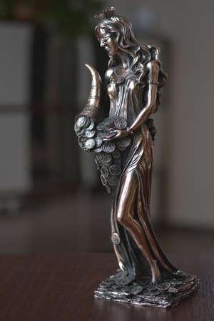 statuette: statuette