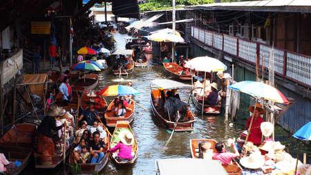 Thailand Damneansaduak floating market