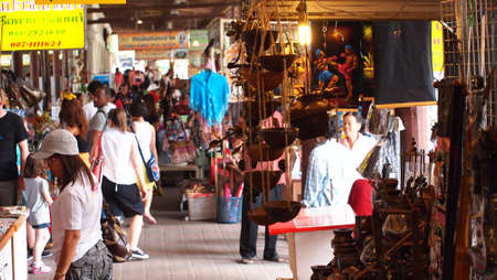 many people floating market      Editorial