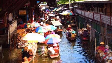 damneonsaduak: RATCHABURI,THAILAND-SEPTEMBER30:Unidentified People and Tourist on the boat tour Damneonsaduak Floating Market onSeptember30,2012inRatchaburi,Thailand