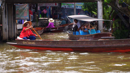 damneonsaduak: RATCHABURI,THAILAND-SEPTEMBER 3 : Unidentified People and Tourist on the boat tour Damneonsaduak Floating Market on September 3,2012 in Ratchaburi,Thailand.