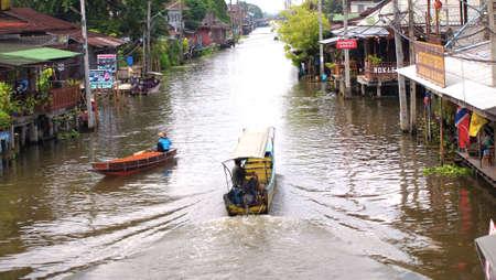 damneonsaduak: RATCHABURI,THAILAND-SEPTEMBER 9 : Unidentified People and Tourist on the boat tour Damneonsaduak Floating Market on September 9,2012 in Ratchaburi,Thailand.