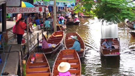 damneonsaduak: RATCHABURI,THAILAND-SEPTEMBER 11 : Unidentified People and Tourist on the boat tour Damneonsaduak Floating Market on September 11,2012 in Ratchaburi,Thailand.