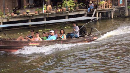 damneonsaduak: RATCHABURI,THAILAND-SEPTEMBER 15 : Unidentified People and Tourist on the boat tour Damneonsaduak Floating Market on September 15,2012 in Ratchaburi,Thailand.