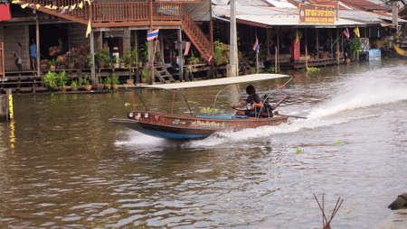 damneonsaduak: RATCHABURI,THAILAND-SEPTEMBER 20 : Unidentified People and Tourist on the boat tour Damneonsaduak Floating Market on September 20,2012 in Ratchaburi,Thailand.