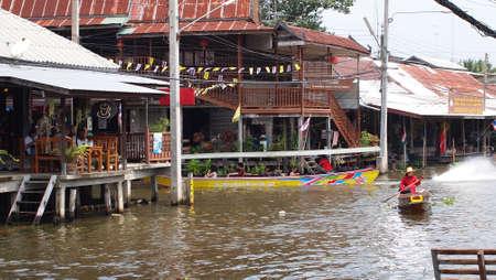 damneonsaduak: RATCHABURI,THAILAND-SEPTEMBER 27 : Unidentified People and Tourist on the boat tour Damneonsaduak Floating Market on September 27,2012 in Ratchaburi,Thailand.