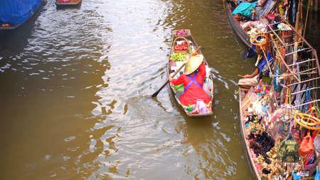 damneonsaduak: RATCHABURI,THAILAND-SEPTEMBER 5 : Unidentified People and Tourist on the boat tour Damneonsaduak Floating Market on September 5,2012 in Ratchaburi,Thailand.
