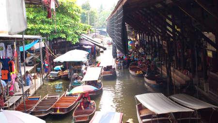 damneonsaduak: RATCHABURI,THAILAND-SEPTEMBER 8 : Unidentified People and Tourist on the boat tour Damneonsaduak Floating Market on September 8,2012 in Ratchaburi,Thailand.
