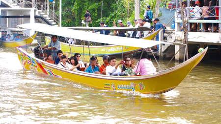 damneonsaduak: RATCHABURI,THAILAND-SEPTEMBER 22 : Unidentified People and Tourist on the boat tour Damneonsaduak Floating Market on September 22,2012 in Ratchaburi,Thailand.
