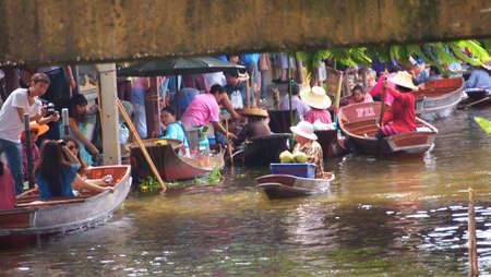 damneonsaduak: RATCHABURI,THAILAND-SEPTEMBER 25 : Unidentified People and Tourist on the boat tour Damneonsaduak Floating Market on September 25,2012 in Ratchaburi,Thailand.