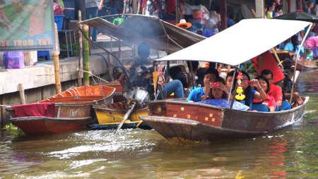 damneonsaduak: RATCHABURI,THAILAND-SEPTEMBER 29 : Unidentified People and Tourist on the boat tour Damneonsaduak Floating Market on September 29,2012 in Ratchaburi,Thailand.