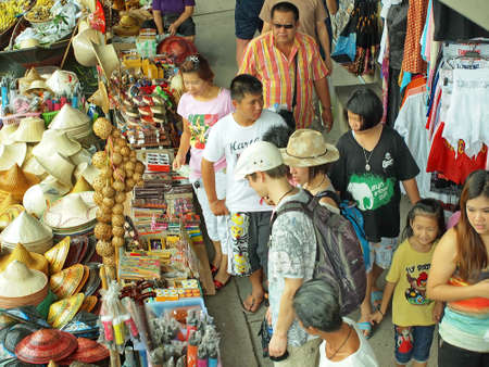 saduak: RATCHABURI,THAILAND-APRIL 13 : Unidentified People and Tourist at Damneonsaduak Floating Market on APRIL 13,2013 in Ratchaburi,Thailand. Editorial