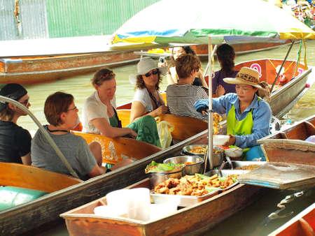 damneonsaduak: RATCHABURI,THAILAND-APRIL 13 : Unidentified People and Tourist at Damneonsaduak Floating Market on APRIL 13,2013 in Ratchaburi,Thailand. Editorial