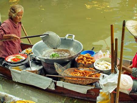 RATCHABURI,THAILAND-SEPTEMBER 15   Unidentified People and Tourist at Damneonsaduak Floating Market on SEPTEMBER 15,2013 in Ratchaburi,Thailand