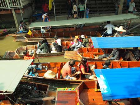 RATCHABURI,THAILAND-December 30 Unidentified People and Tourist at Damneonsaduak Floating Market on December 30,2013 in Ratchaburi,Thailand