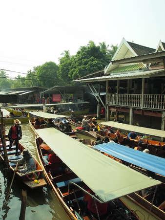 damneonsaduak: RATCHABURI,THAILAND-December 30 Unidentified People and Tourist at Damneonsaduak Floating Market on December 30,2013 in Ratchaburi,Thailand