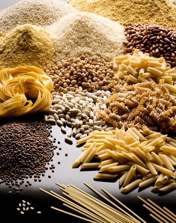 cereales: legumbres y cereales de arroz pasta
