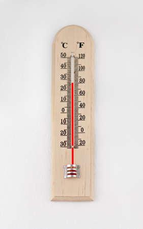 term�metro: instrumento term�metro al aire libre con escala celsius Foto de archivo