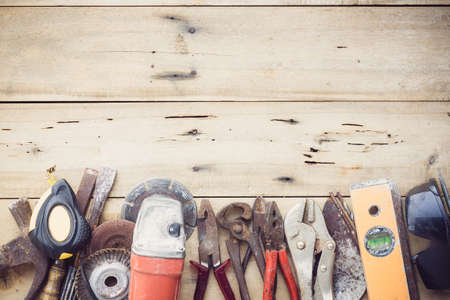 Vecchio gruppo attrezzature strumenti impostata su legno grano Archivio Fotografico - 39337202