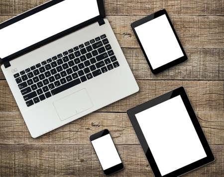 manzana: Comunicador moderno dispositivo electrónico visualización de la pantalla blanca en el fondo de madera