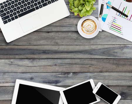 hemmakontor skrivbord med kommunikationsenhet Stockfoto