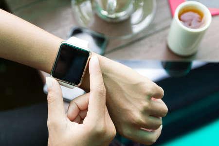 손 평면도에 시계를 사용하여