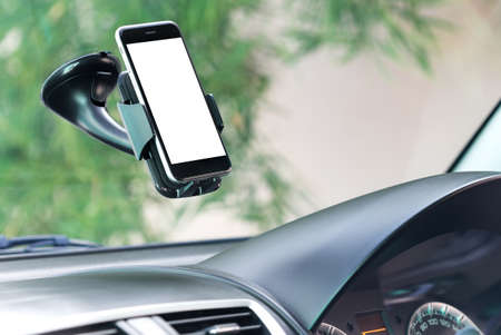 close-up telefoon gemonteerd in auto Stockfoto