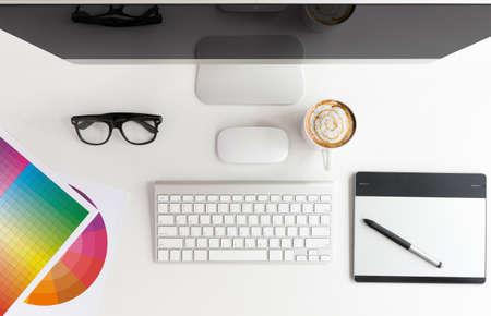 designer werkruimte witte tafel op bovenaanzicht