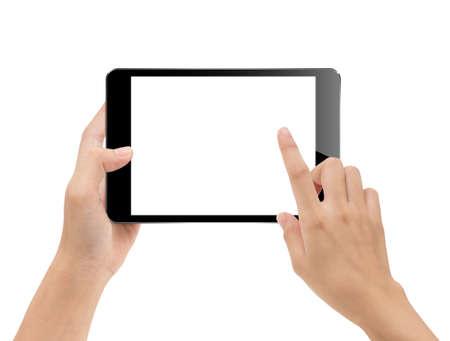 Close-up kant met behulp van tablet geïsoleerd op witte uitknippad binnen, mock-up digitale zwarte tablet