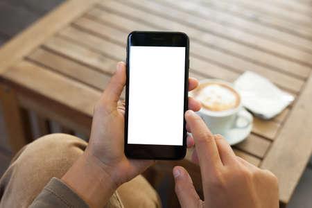 the finger: primer plano de la mano de teléfono móvil de soporte pantalla en blanco y dedo que toca en la cafetería