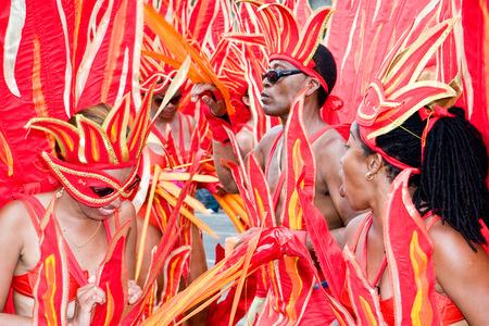 part of me: Trinidad, West Indies - 05 de febrero 2008 - enmascarados disfrazados vestidos con llamas toman parte en las celebraciones de Carnaval Martes el 5 de febrero de 2008 en Puerto Espa�a, Trinidad WI Editorial