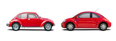 Oude en nieuwe rode die VW Beatle op wit wordt geïsoleerd