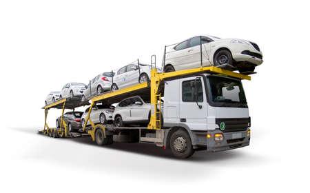 Transporteur de voiture isolé sur blanc