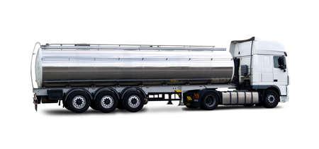Vue latérale du camion-citerne de carburant isolated on white