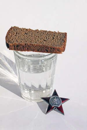 """seconda guerra mondiale: Discorso funerario. Ordinare """"Red Star"""" con pane e vetro"""