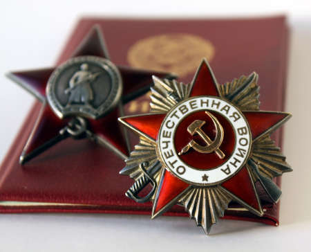 seconda guerra mondiale: Awards of the USSR. Order Great Patriotic War and Red Star with background of veteran and id soldiers books Editoriali