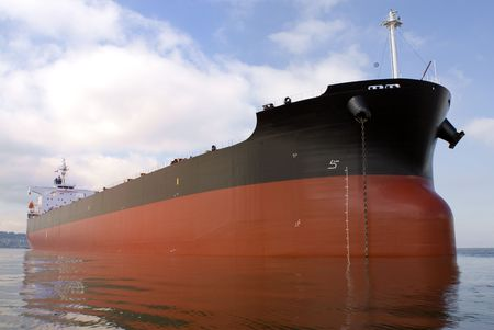 An empty freighter anchored off the west coast of North America. Imagens