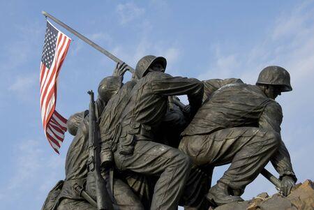Die US-Marine Corps War Memorial befindet sich in der Nähe von Arlington National Cemetery in Rosslyn, Virginia. Es ist für alle Mitarbeiter der United States Marine Corps (USMC), die gestorben sind Verteidigung ihres Landes seit 1775. Standard-Bild - 1448520