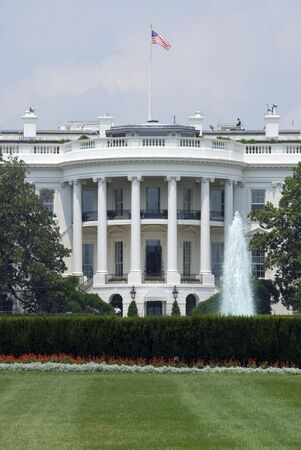 The south face of the White House in Washington on a hot and hazy summer afternoon. Imagens