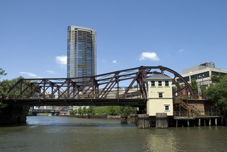 The Kinzie Street bridge across the north branch of the Chicago River in downtown Chicago, Illinois. The first bridge across the Chicago River was constructed near this site in 1832. Reklamní fotografie