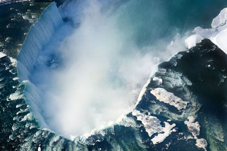 An aerial shot of the Canadian section of Niagara Falls, also known as Horseshoe Falls, with snow still present in early spring. Standard-Bild