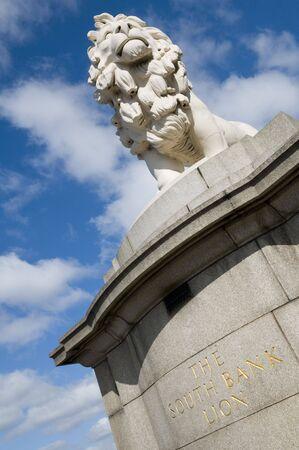 Le Lion de la rive sud à l'extrémité est du pont de Westminster à Londres. Banque d'images - 7845720