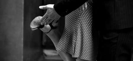 baile latino: Un hombre y una mujer en el baile m�s rom�ntico: el tango. Por favor, ver m�s im�genes de la filmaci�n misma. Foto de archivo